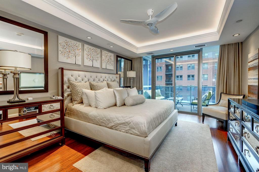 Bedroom Suite with Terrace Access - 1881 N NASH ST #506, ARLINGTON