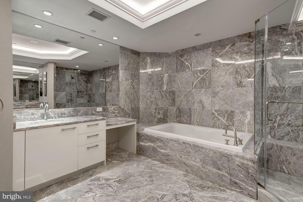 Large Marble Master Bath with Make Up Vanity - 1881 N NASH ST #506, ARLINGTON