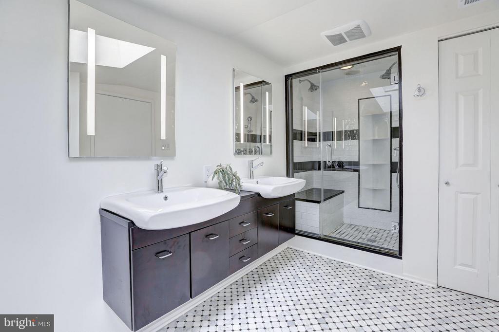 Upper Level - Full Bath - 1901 12TH ST NW, WASHINGTON