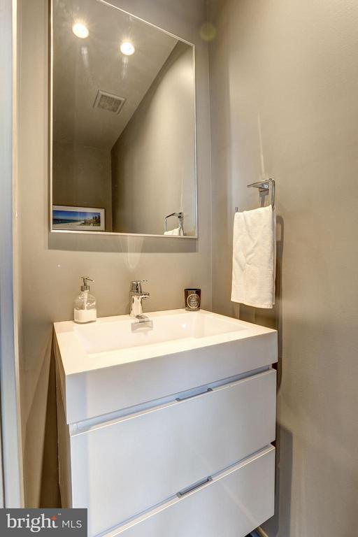 Main Level  - Powder Room - 1901 12TH ST NW, WASHINGTON