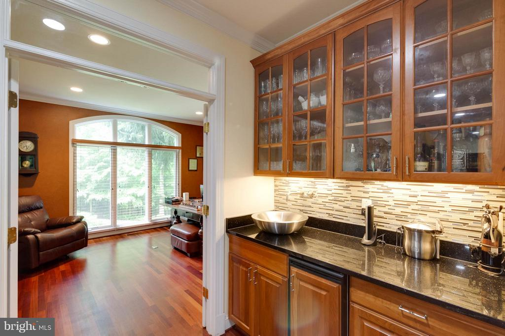 Wet bar looking into the home office - 7111 TWELVE OAKS DR, FAIRFAX STATION