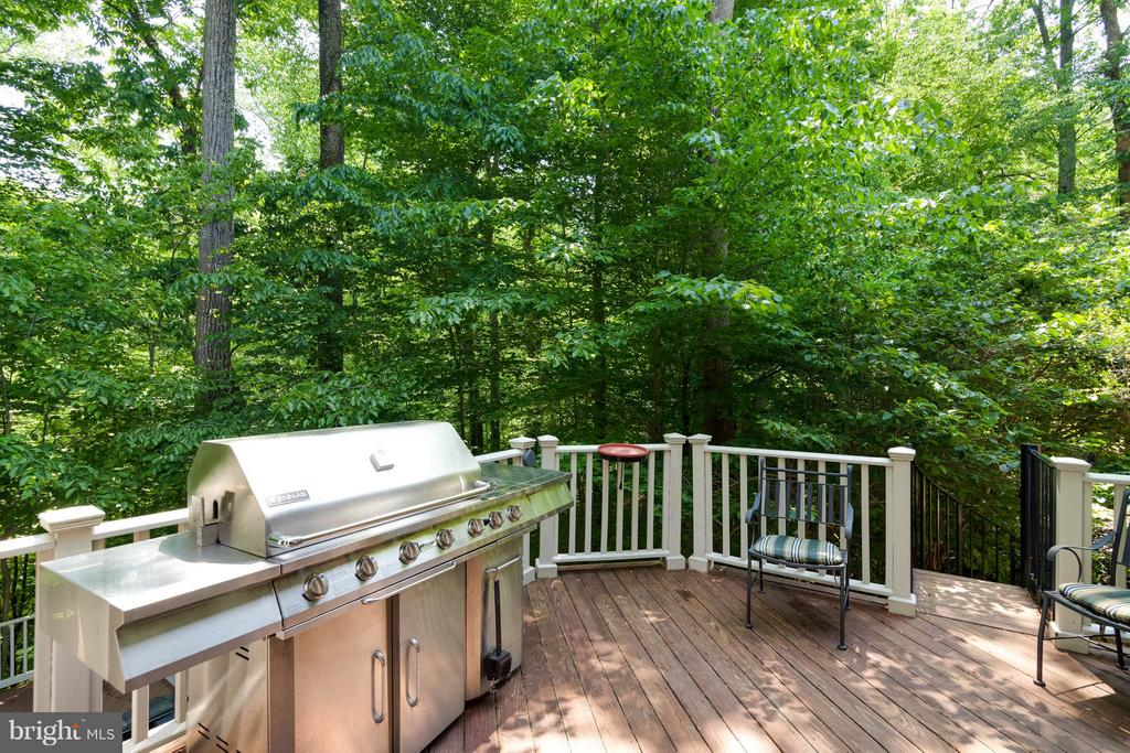 Rear deck with propane grill - 7111 TWELVE OAKS DR, FAIRFAX STATION