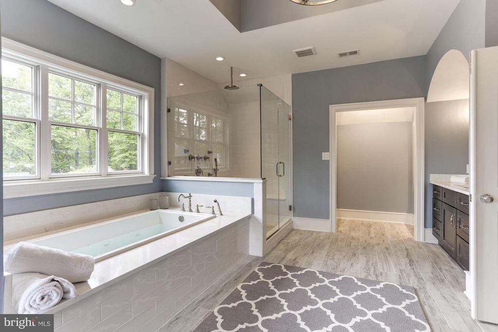 Master bathroom with a spa like feel - 3411 N WOODROW ST, ARLINGTON