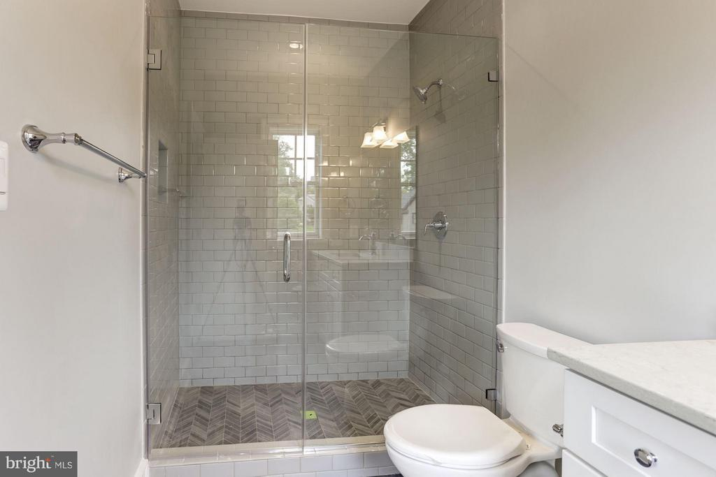 Basement en suite - 3411 N WOODROW ST, ARLINGTON