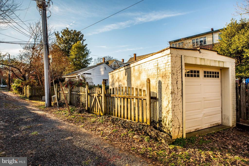 Garage access from the alley - 804 CORNELL ST, FREDERICKSBURG