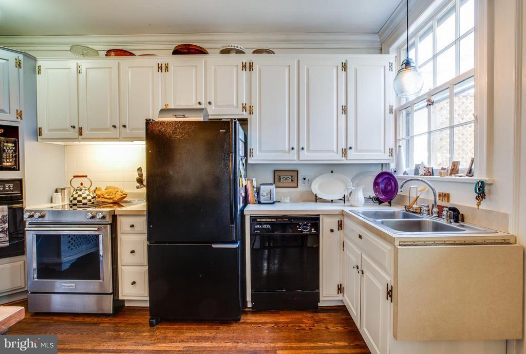 Kitchen - 804 CORNELL ST, FREDERICKSBURG