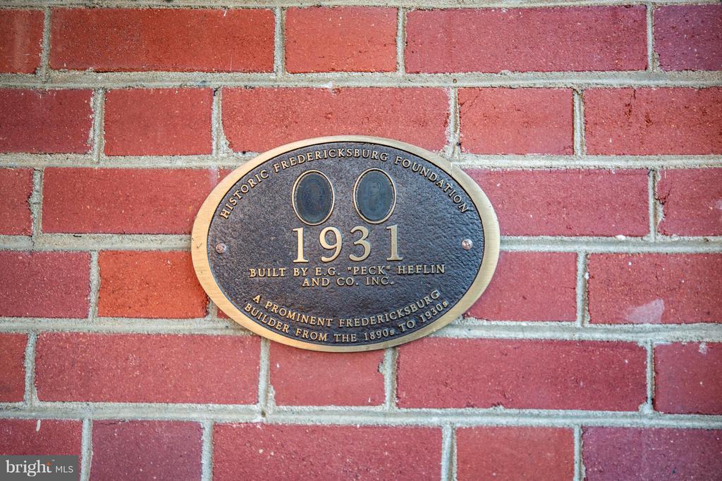 HFFI marker showing Peck Heflin as builder - 804 CORNELL ST, FREDERICKSBURG