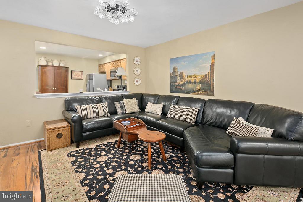 Living Room - 5806 LINDEN SQUARE CT #38, NORTH BETHESDA