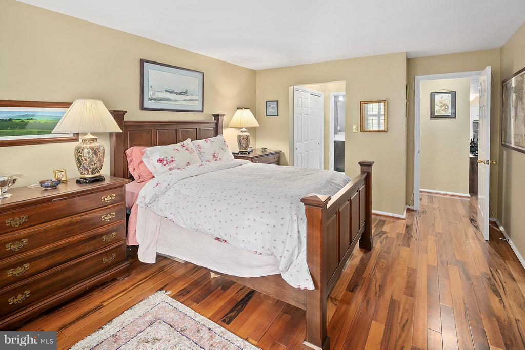 Master Bedroom - 5806 LINDEN SQUARE CT #38, NORTH BETHESDA