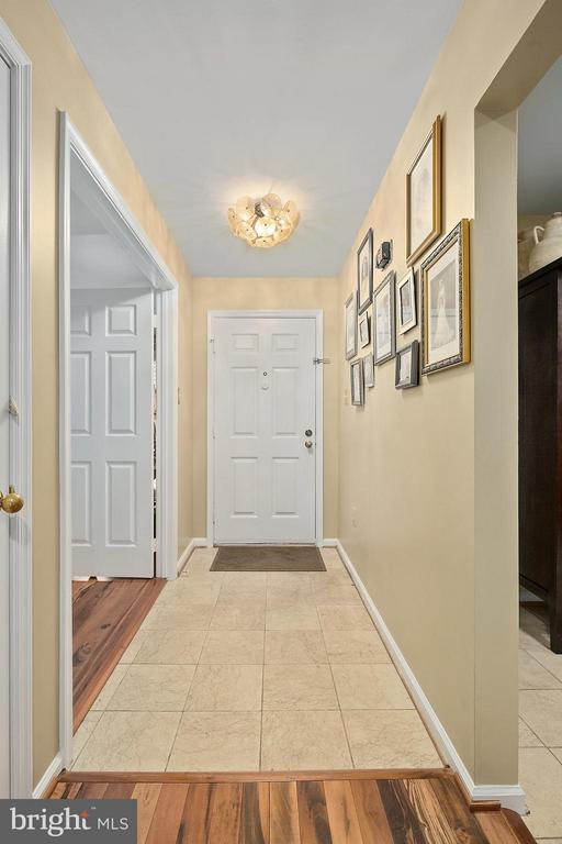 Foyer - 5806 LINDEN SQUARE CT #38, NORTH BETHESDA