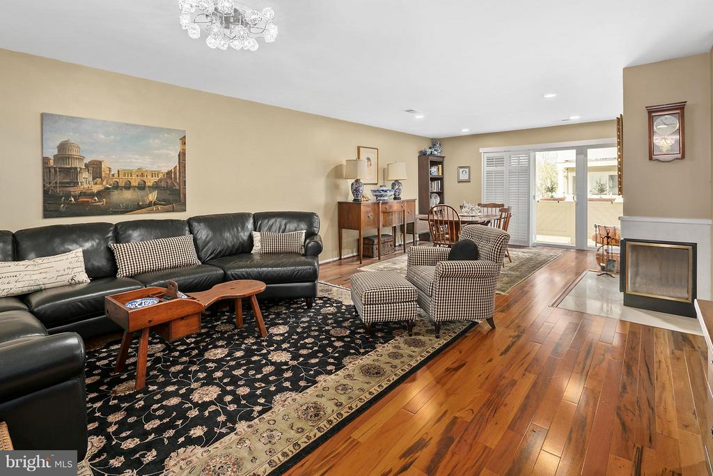 Living Room leading to Dining Room - 5806 LINDEN SQUARE CT #38, NORTH BETHESDA