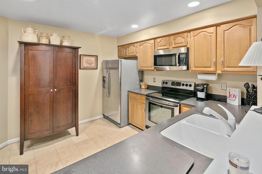 Kitchen - 5806 LINDEN SQUARE CT #38, NORTH BETHESDA