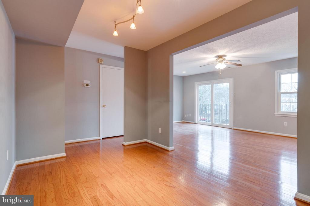 Separate dining area w/ easy access to the kitchen - 6358 PINE VIEW CT #62B, BURKE