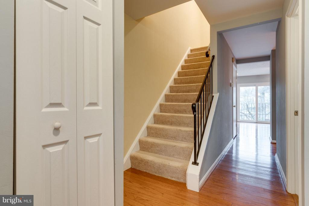 Beautiful hardwood floors on main level - 6358 PINE VIEW CT #62B, BURKE