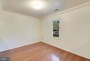 Main Level Living/ Sitting Area - 1341 GORDON LN, MCLEAN