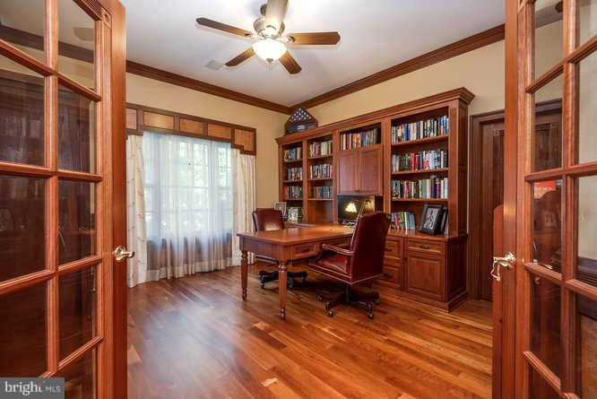 Custom Office w/ Built -ins and Double Sided Desk - 11207 KNOLLS END, SPOTSYLVANIA