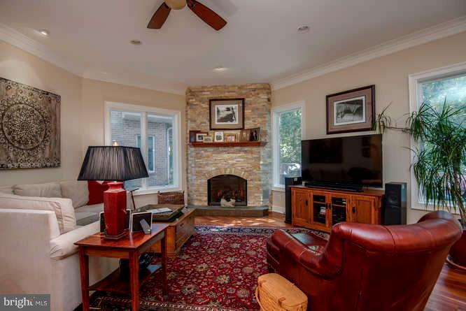 Family Room w/ Ample light and Views - 11207 KNOLLS END, SPOTSYLVANIA