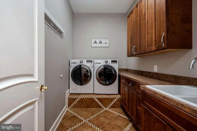 Large Laundry w/ Raised Washer Dryer - 11207 KNOLLS END, SPOTSYLVANIA