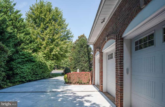 Oversized Garage - 11207 KNOLLS END, SPOTSYLVANIA