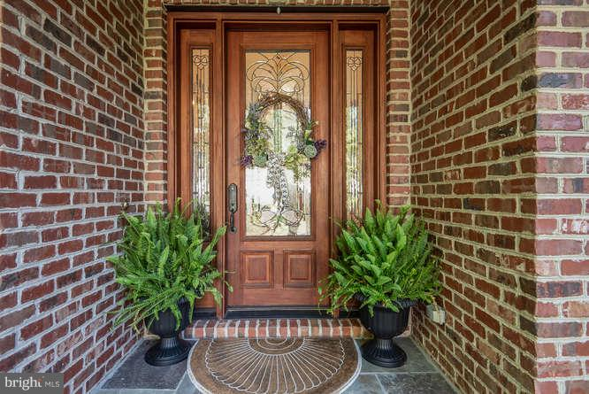 Welcoming Solid Wood Door - 11207 KNOLLS END, SPOTSYLVANIA