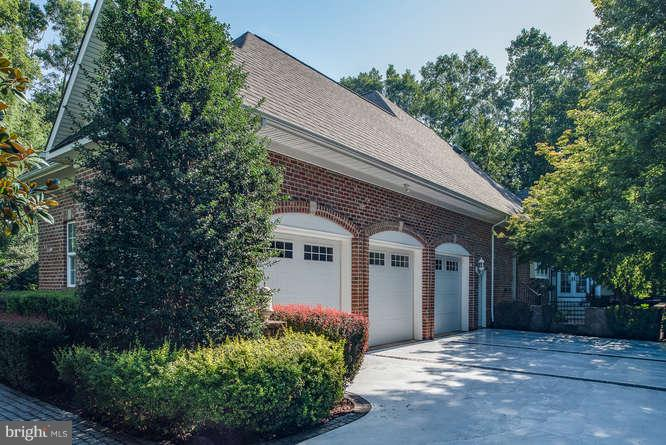 3-Car Garage w/ Entry door - 11207 KNOLLS END, SPOTSYLVANIA