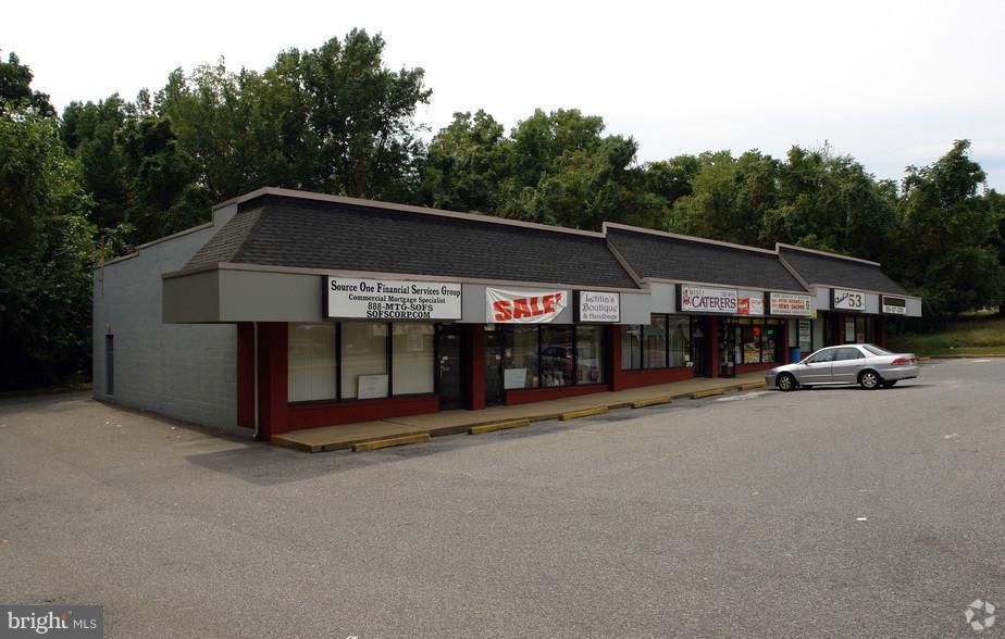 Vente au détail pour l Vente à 1112-22 BLACKWOOD CLEMENTON Road Pine Hill, New Jersey 08021 États-UnisDans/Autour: Pine Hill