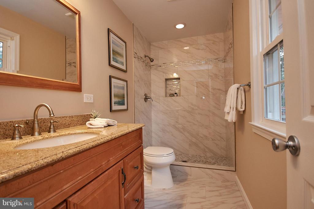 Master suite bath - 3421 BEAUFORD CIR, ANNANDALE