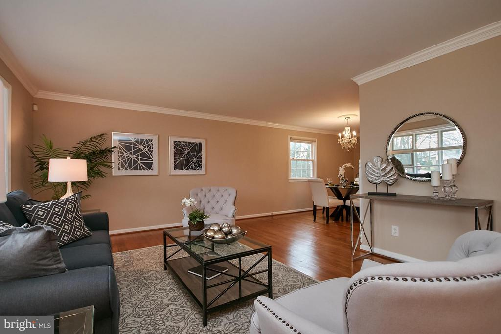 Family room open to dining! - 3421 BEAUFORD CIR, ANNANDALE
