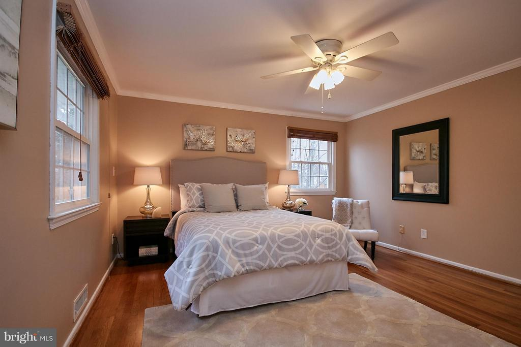 Master suite is private with wooded view! - 3421 BEAUFORD CIR, ANNANDALE
