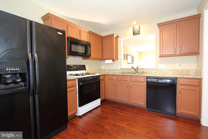 Kitchen- Alt view - 344 STALLION SQ NE, LEESBURG
