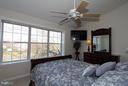 Large master bedroom with full bathrrom - 344 STALLION SQ NE, LEESBURG