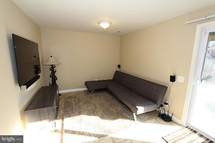 Lower level den/recreation room - 344 STALLION SQ NE, LEESBURG