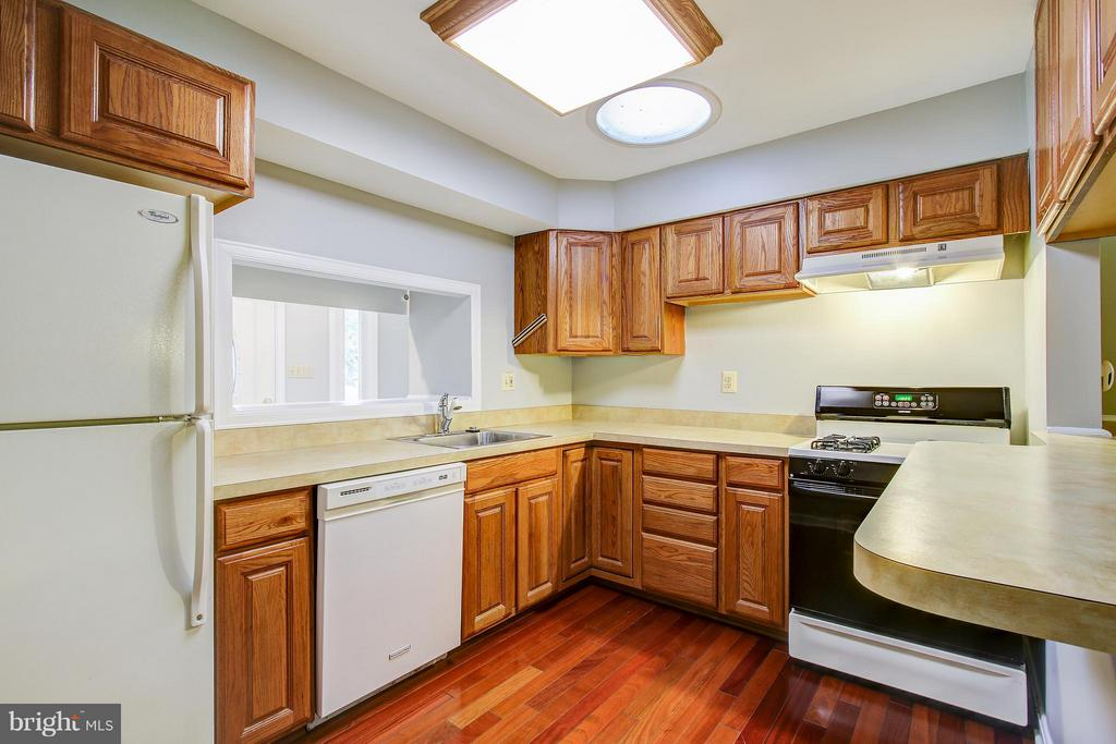 Kitchen - 717 WOODBURN RD, ROCKVILLE