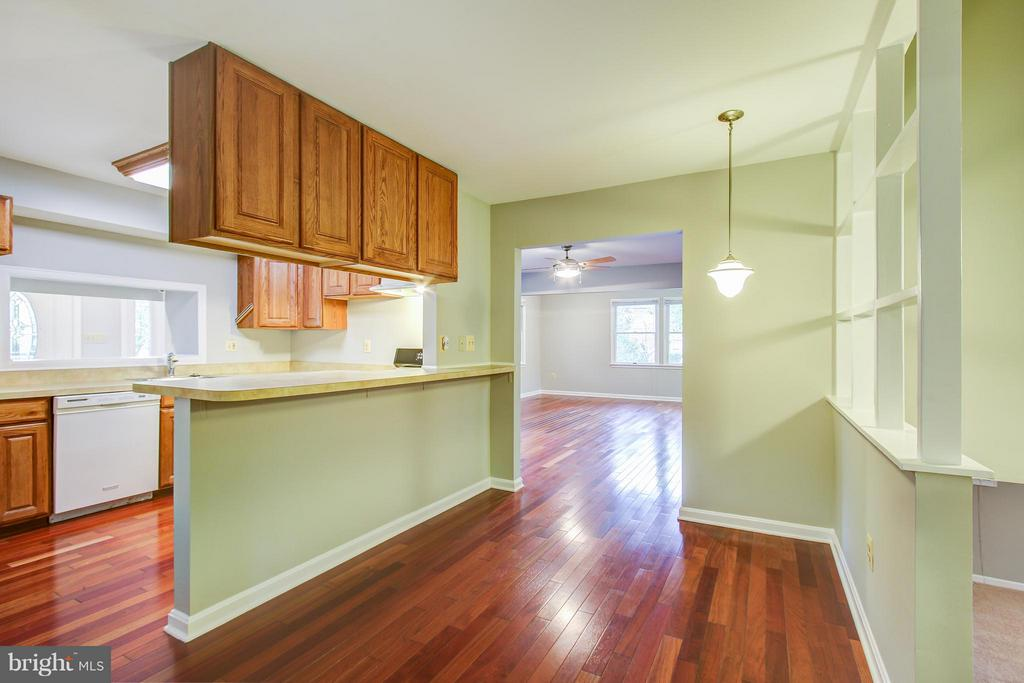 Kitchen with possible eat in area - 717 WOODBURN RD, ROCKVILLE