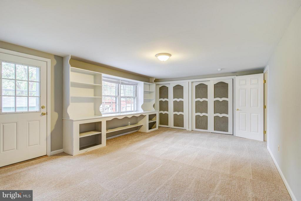 Possible First Floor Bedroom or Study/Office - 717 WOODBURN RD, ROCKVILLE