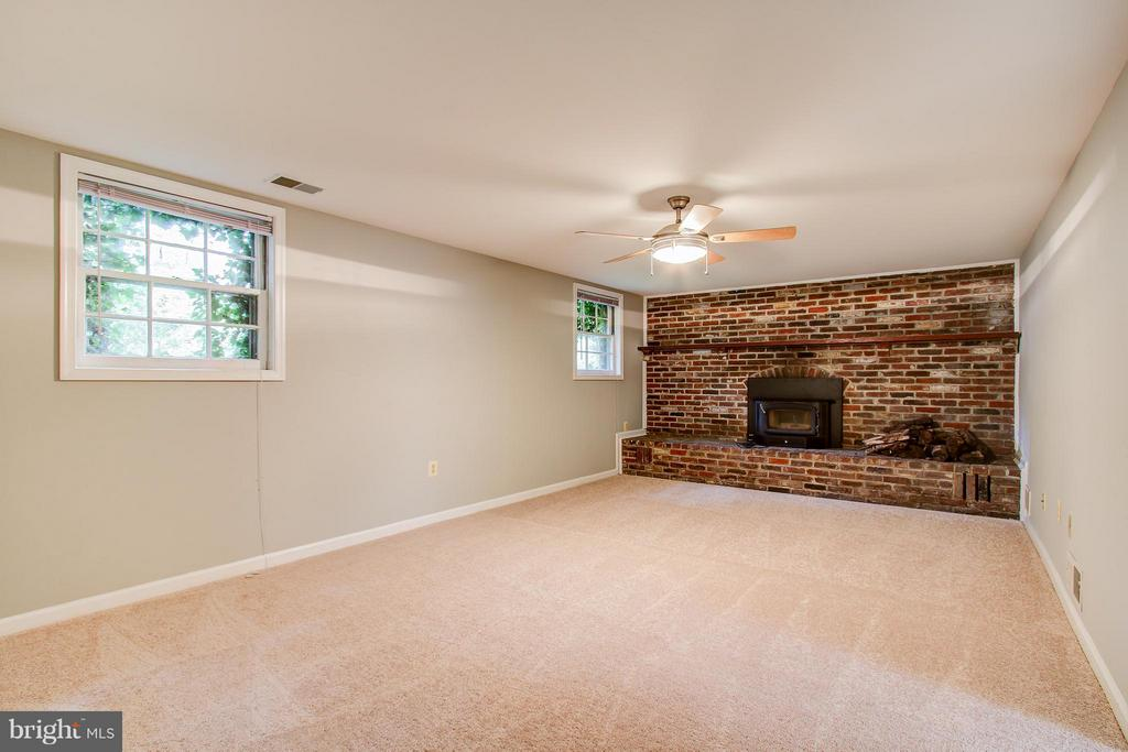 Family Room on Third Level - 717 WOODBURN RD, ROCKVILLE