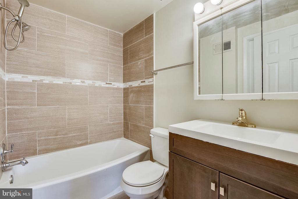 Renovated Bath on Upper Level - 13025 TRAILSIDE WAY #4, GERMANTOWN
