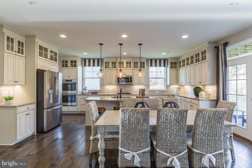 Now this is a social kitchen! - 2312 SWEET PEPPERBRUSH LOOP, DUMFRIES