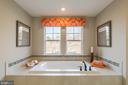 Large soaking tub - 2312 SWEET PEPPERBRUSH LOOP, DUMFRIES