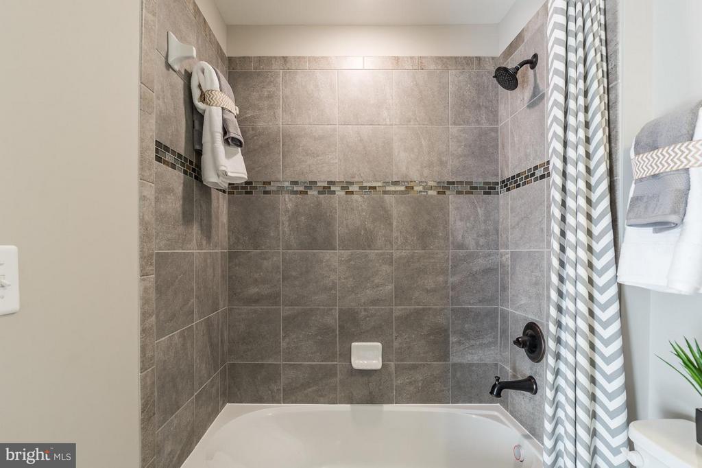 3 rd bath upstairs - 2312 SWEET PEPPERBRUSH LOOP, DUMFRIES