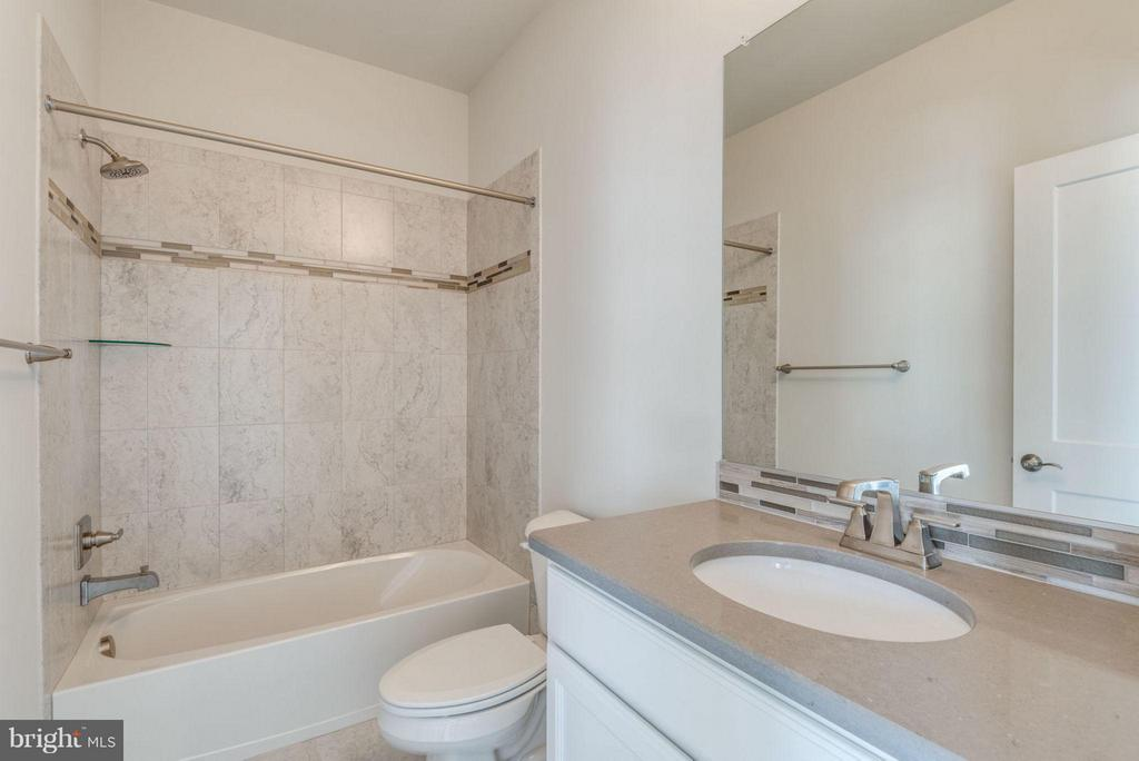 GUEST BATH - 11695 SUNRISE SQUARE PL #08, RESTON