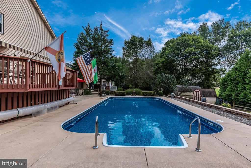 Backyard/Pool - 241 BRAEBURN CIR, WALKERSVILLE
