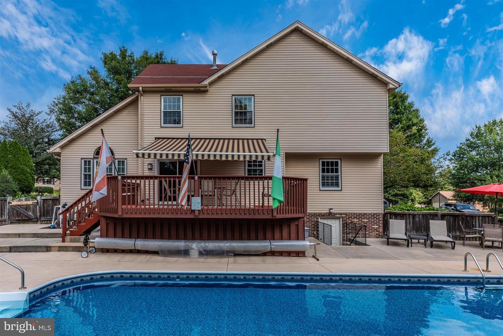 Backyard/Pool & Deck - 241 BRAEBURN CIR, WALKERSVILLE