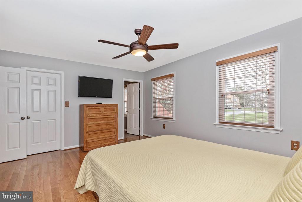 Master Bedroom - 241 BRAEBURN CIR, WALKERSVILLE