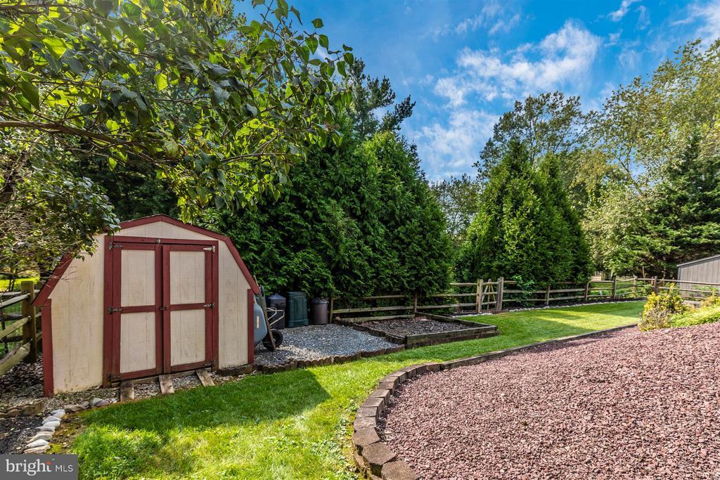 Backyard/Shed - 241 BRAEBURN CIR, WALKERSVILLE