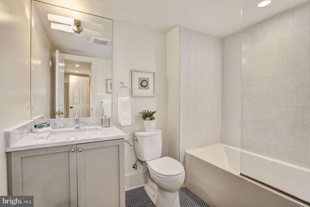 Lower Level Bathroom with Tub - 1810 15TH ST NW #2, WASHINGTON