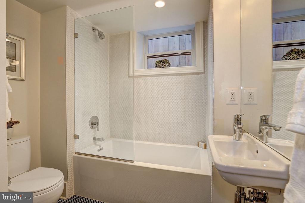 Lower Level Bathroom with Full Tub - 1810 15TH ST NW #SOUTH, WASHINGTON