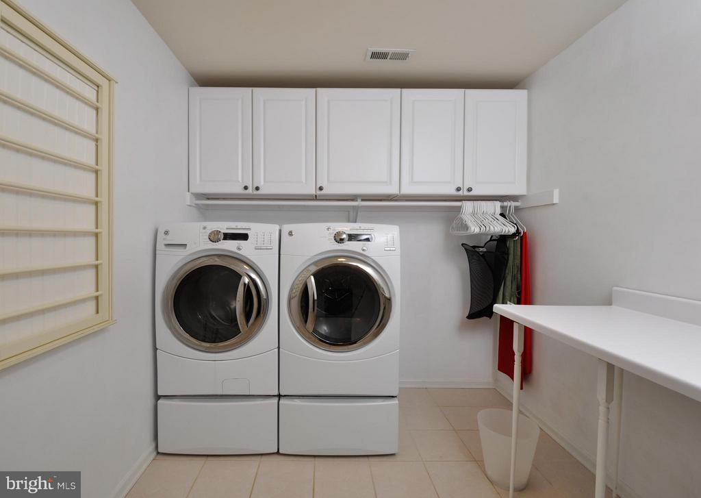Nice layout for upstairs laundry - 221 SEQUESTER DR, STAFFORD