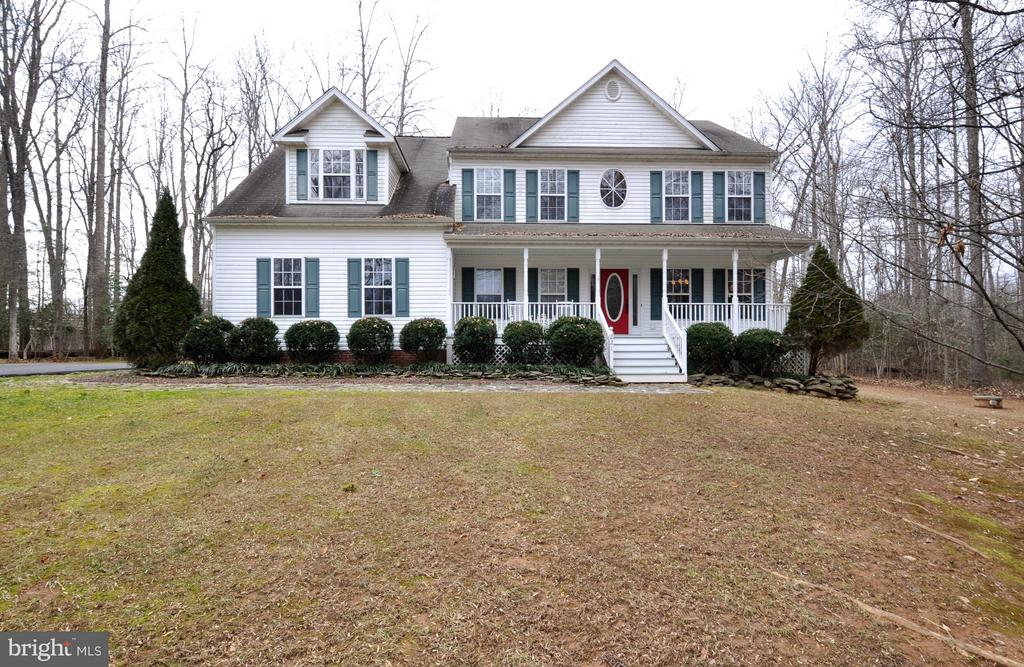 Lovely home situated on lots of acreage!! - 221 SEQUESTER DR, STAFFORD