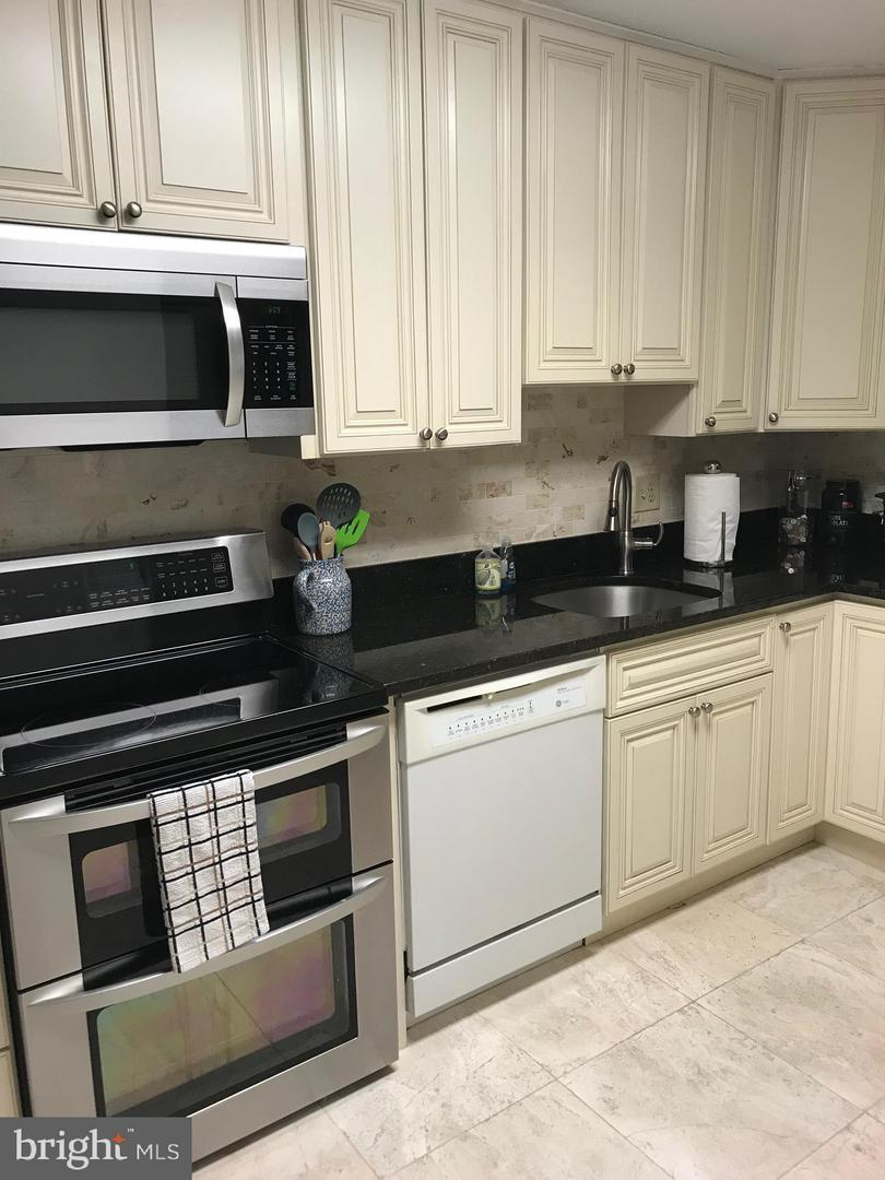 Additional photo for property listing at 8360 Greensboro Dr #612  Mclean, Virginia 22102 United States